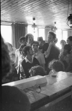 """מסיבת עיתונאים על האלימות המשטרתית בהפגנה, 20/5/1971, קפה """"סביון"""" (לימים – """"מומנט"""" והיום – """"רסטובר"""")"""