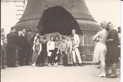 """נעם קמינר בטיול של ברית הנוער הקומוניסטי (בנק""""י), 1965"""