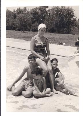 דפנה, מיכה, טלי ונעם קמינר, 1966