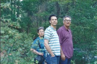 נעם עם הוריו ראובן ודפנה קמינר, 1992